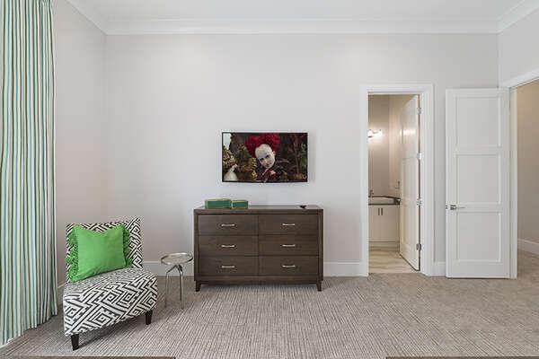 It also features a SMART TV and en-suite bathroom.