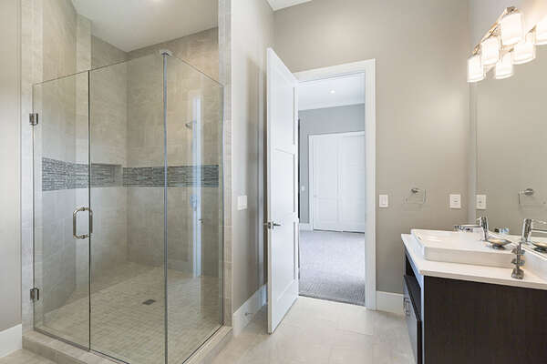 It also features a large glass walk-in shower.