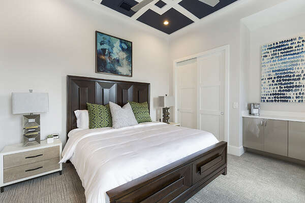 Master suite 4 features king size bed and en-suite bathroom.