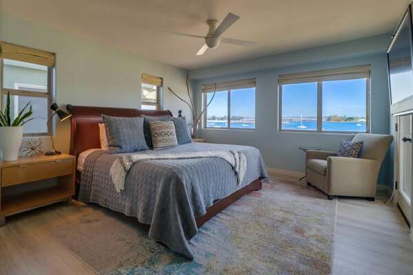 Master Bedroom, King Bed with Ensuite Bathroom & Bayfront Balcony - 2nd Floor
