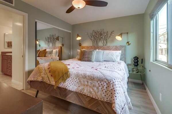 Guest Bedroom, Queen Bed with TV - 2nd Floor
