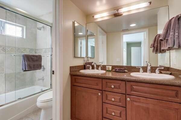 Guest Bathroom, Dual Vanities, Tub/Shower - 2nd Floor
