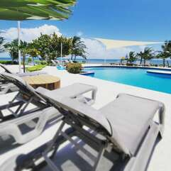 Sun, pool and loungers