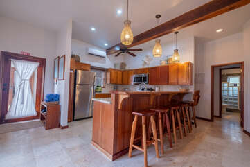 Newly decorated full kitchen