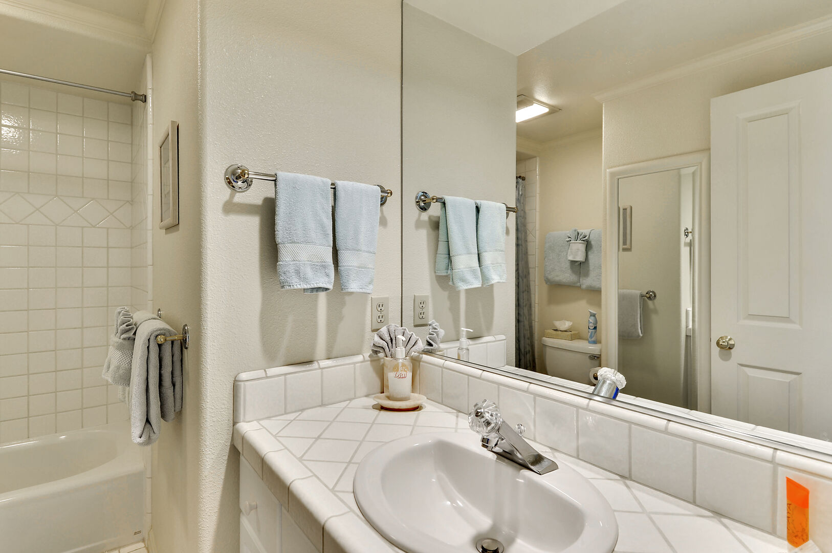 Full Bathroom with Tub/ Shower Kit, and Mirror.