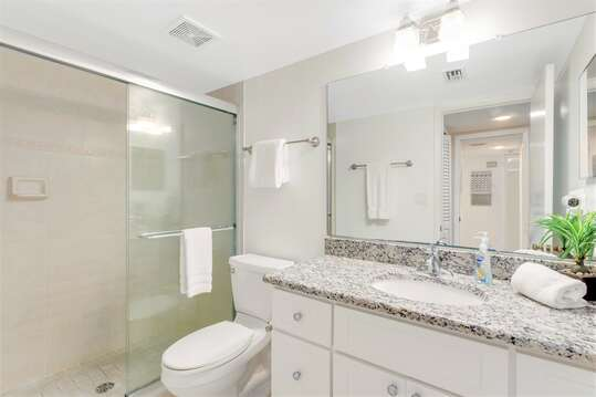 Fully Remodeled Master Ensuite with tiled shower