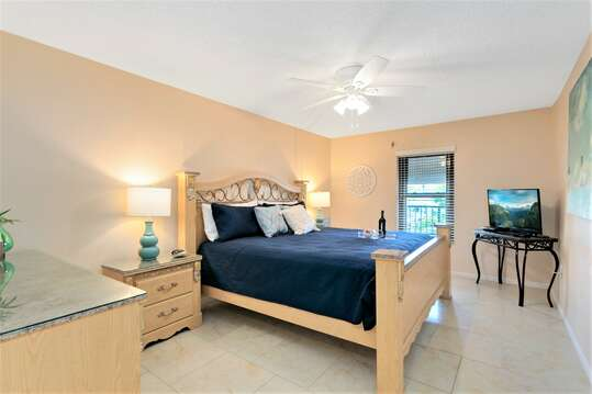 Master Bedroom with King Bed, LCD TV, Ensuite & Walk in Closet