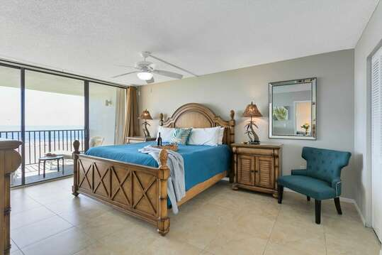Spacious master bedroom with view of the ocean, TV, ensuite and closet