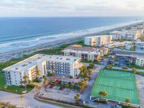 Overhead view of the Cape Winds Resort with pool, hot tub, tennis courts, basketball courts