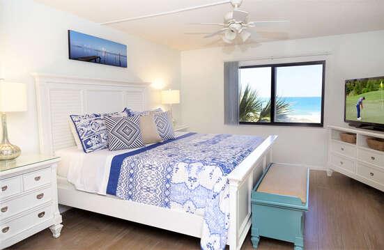 Master bedroom with a king bed, en-suite bathroom & excellent ocean views