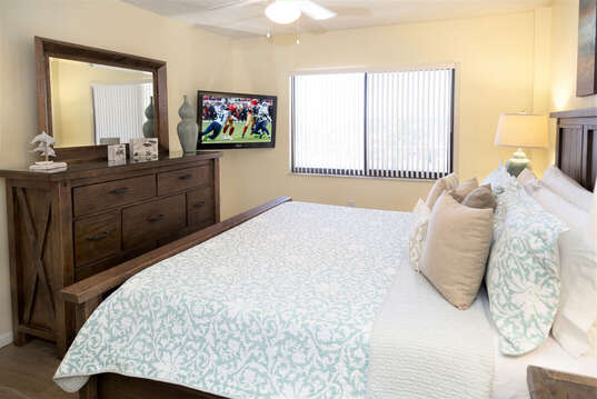 Guest bedroom with king bed and closet