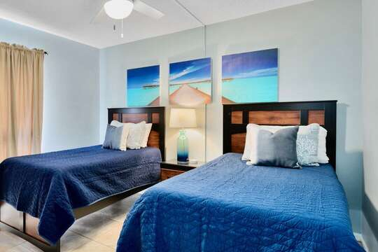 Guest bedroomwith two twin beds