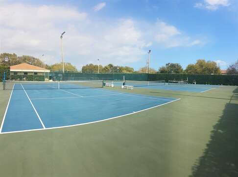 5 lit tennis courts (with pickleball) & 4 lit racquetball courts just 400 yards from the condo! Please bring your equipment & court fees are nominal (up to $4 pp).