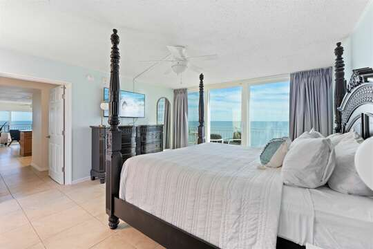 Hear the sound of the waves from bed!