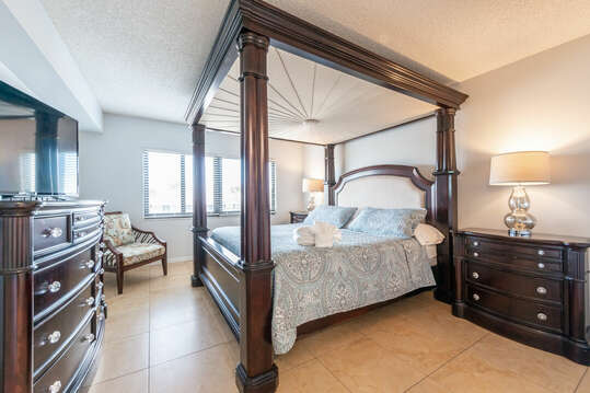 Spacious master bedroom with private ensuite, large walk-in closet & king bed