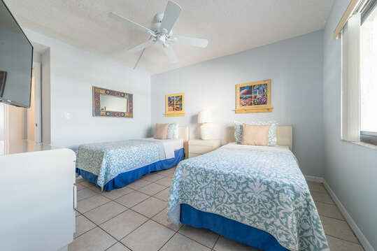 Guest bedroom with 32