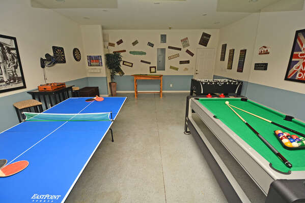 Table tennis and pool/air hockey game