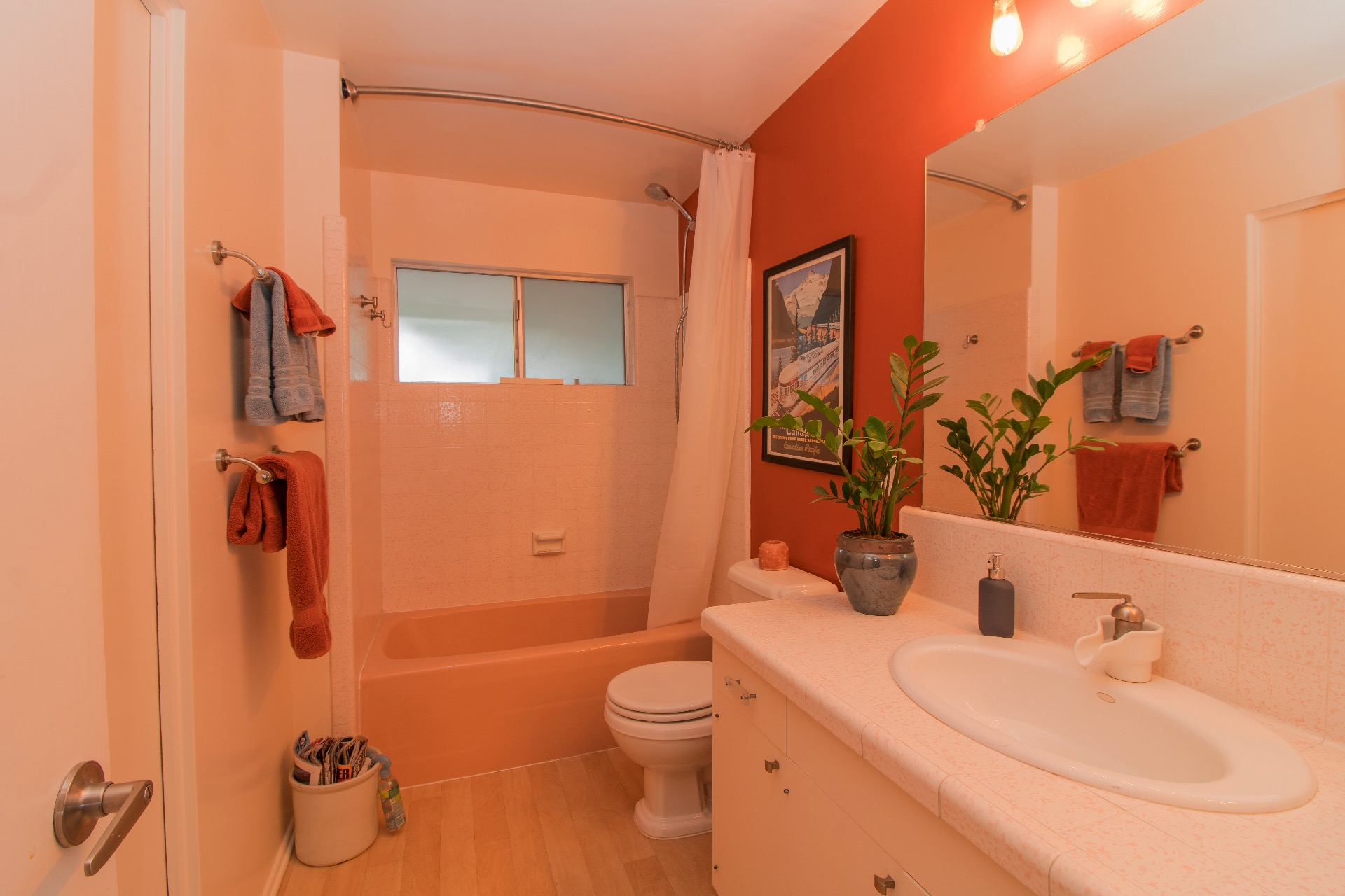 Guest bathroom with a tub/shower combo