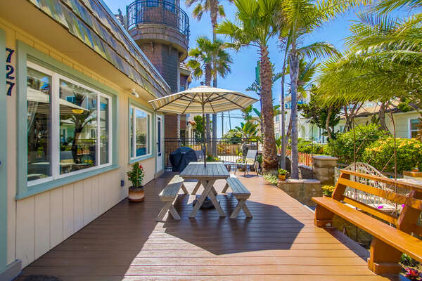 Outdoor Patio and Sun Deck