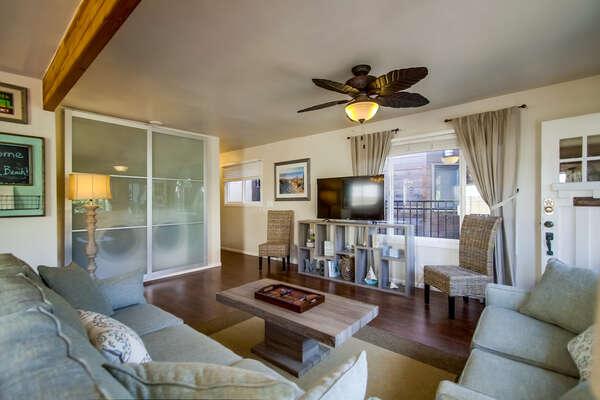 living room, lots of light, ceiling fan