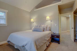 Queen bedroom 2