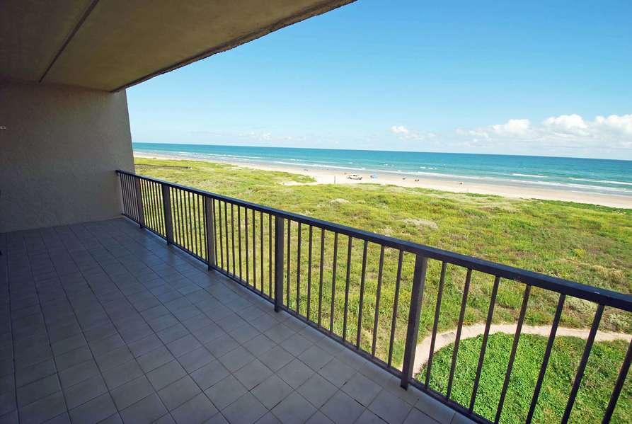 4th floor Beachfront Condo for 6