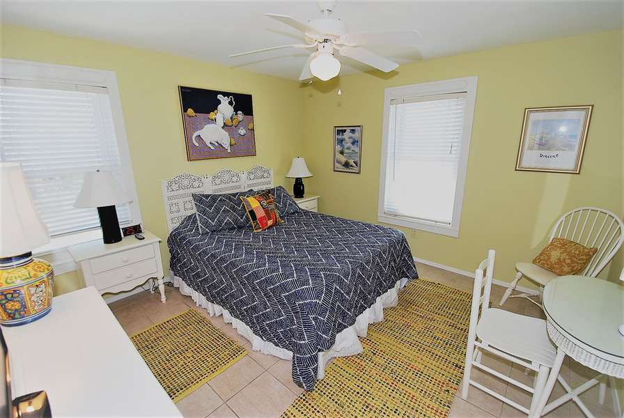 2nd bedroom; Queen size bed