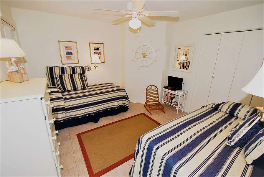 3rd bedroom;2 Twin size beds