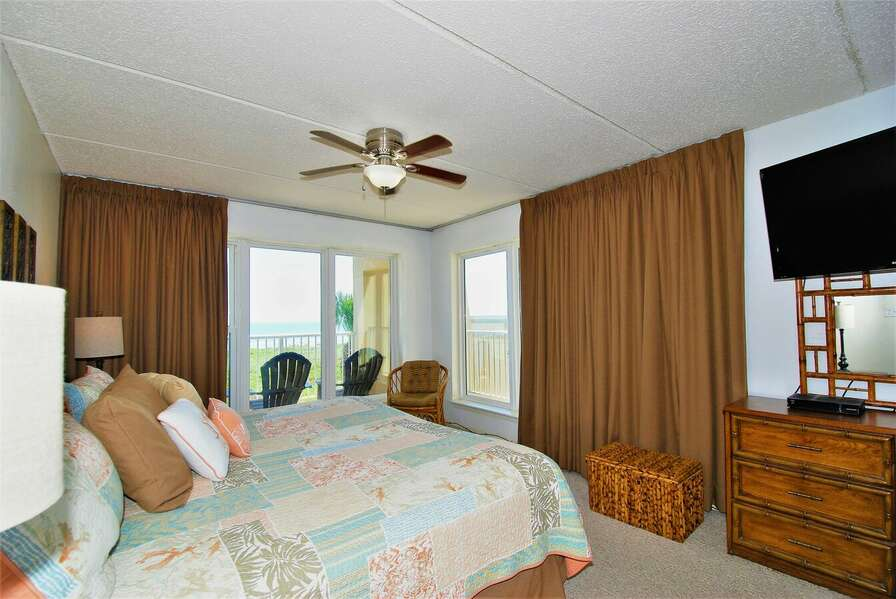 Master bedroom; Spectacular sunrise view over the Gulf of Mexico from the comfort of your bed!
