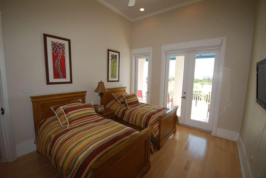 4th Bedroom; 2 Twin Beds 3rd floor