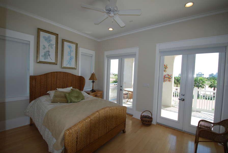 2nd bedroom: Queen size bed2nd Floor