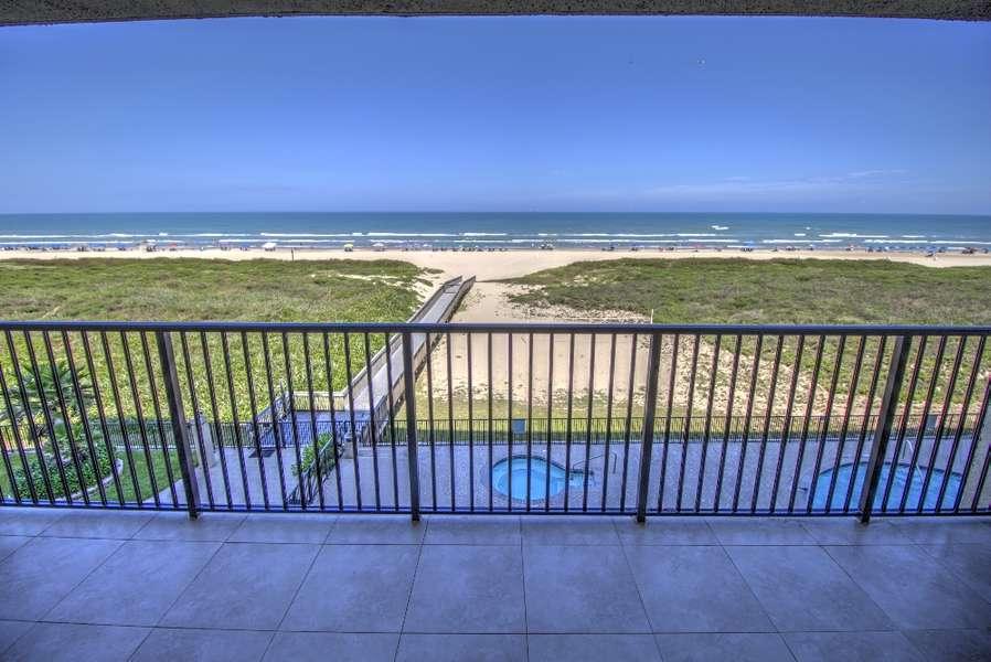 2 Bedroom Beachfront Condo; 6 Persons Max