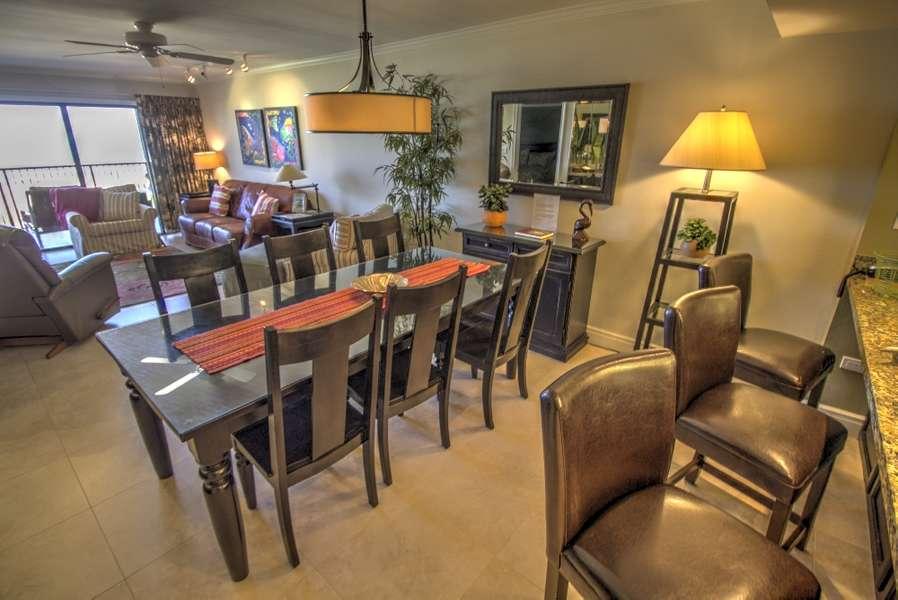 Bar/ Dining Area