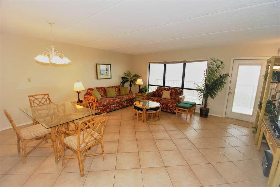 Open Floor plan: Dining Area, Living Room