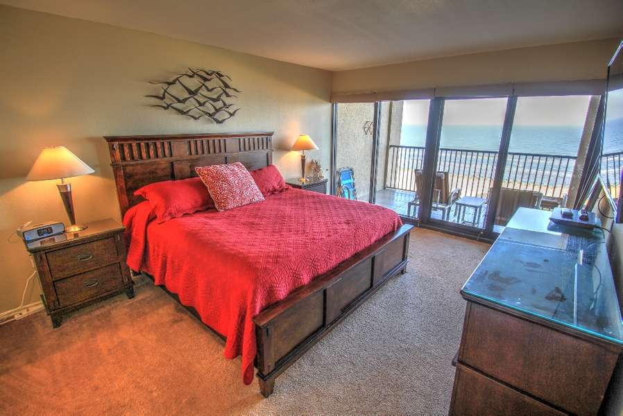 Master Bedroom; King Size Bed Full ocean view