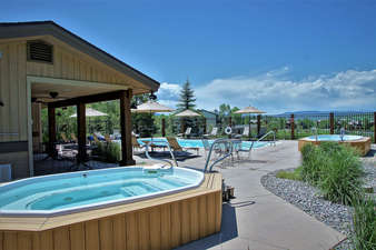 2 Large Hot Tubs at the pool area