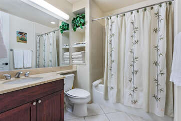 Bathroom with Shower/tub Combo and Vanity with Large Mirror