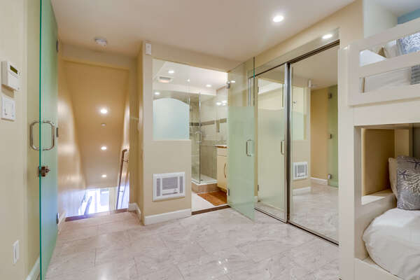 Tiled Bedroom with Ensuite Bathroom and Mirrored Closet