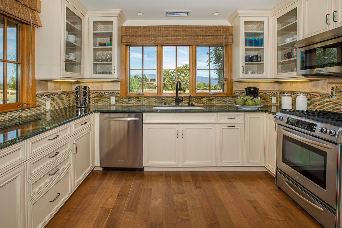 Fully equipped Kitchen w/ valley views