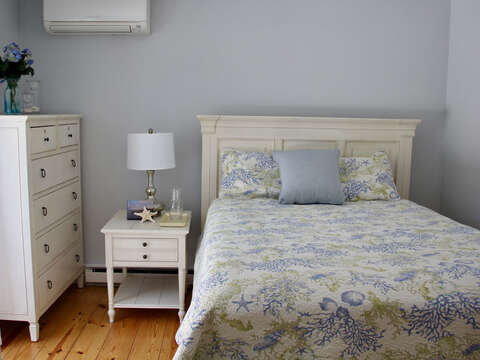 Bedroom with a Queen Bed - 425 Paines Creek Brewster Cape Cod - New England Vacation Rentals