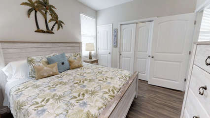 King Master Bedroom (1st Floor)