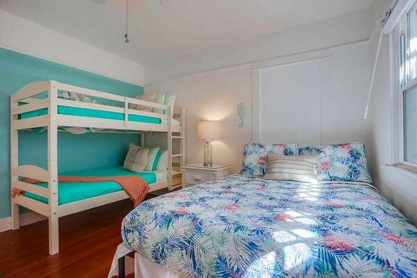 Guest Bedroom, Queen + Twin/Twin Bunk - First Floor