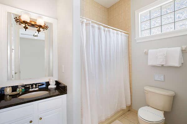 The masters en-suite bathroom.