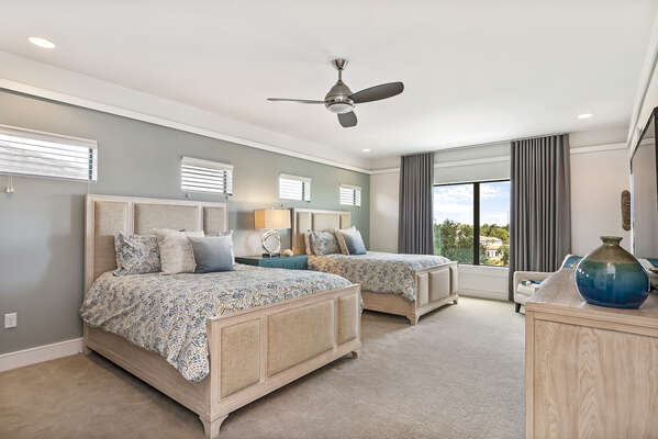Master Suite 3 features two Queen beds