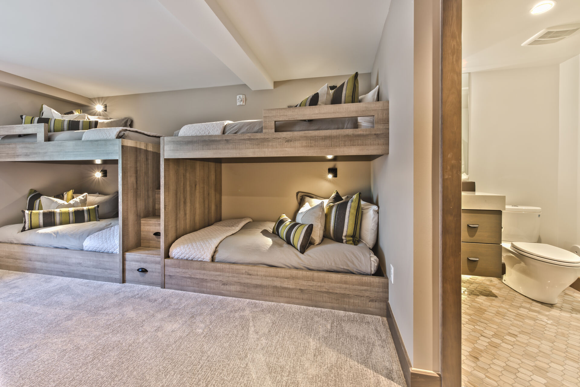 Main Level Bunk Room and Full Private Bath