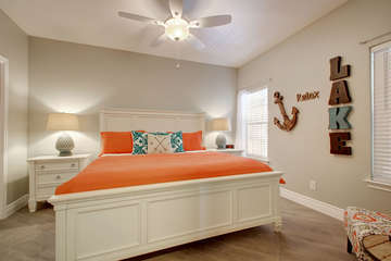 Comfortable guest room that includes a king-sized bed too! We can't forget to mention the huge walk-in closet, sitting area, and a 4k Ultra HD TV and smart Blu-Ray player!