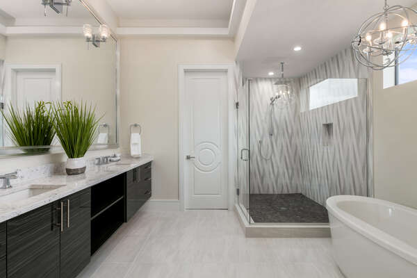Luxurious en-suite master bathroom