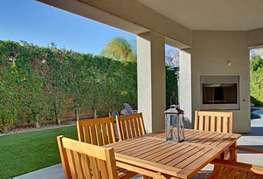 Backyard dinning and fireplace