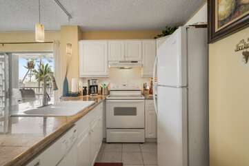 Fully Equipped Kitchen with oven, sink and fridge.