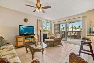 Living Area of this Kona condo for rent with couch, chairs, and TV.